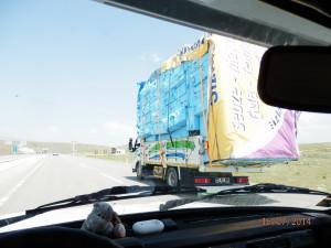 Vozí se co se tam vejde, na nosnost nehleďme- výrobce tam určitě také nechal nějakou rezervu..:-)