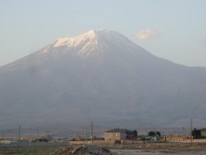 Bájný Ararat (cca 5176??), v takové výšce skutečně mohla Noemova archa přistát bezpečně...
