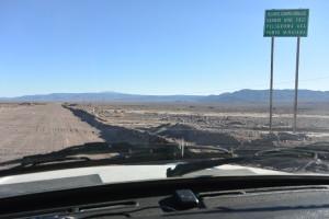 Cesta pouští je občas zajímavá nejen z hlediska neotřelých pohledů či likvidace auta vlivem vlnovitého rozbitého povrchu ale občas můžou přijít i jiné úskalí