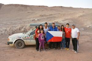 Společná fotka s chilskými přáteli v poušti