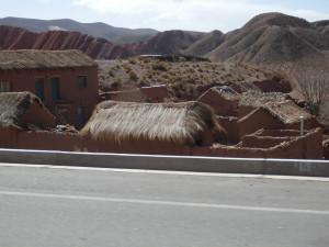 Vesnice u cesty, Bolívie