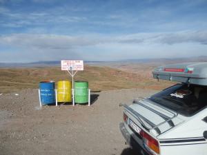 Snaha o recyklování odpadů kdesi na parkovišti severní Bolívie...