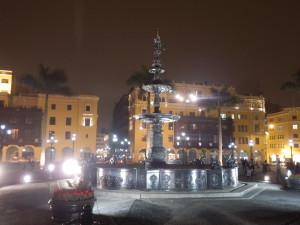 Bronzová kašna ze 17.stol na Plaza de Armas, Lima