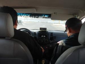 Teď nevím, jestli je dovoleno jezdit za suvenýrem na výstražná světla modré barvy...v Peru to ale skutečně možné je, jj spěchal jsem a kluci to chápali...:-)