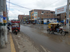 Jel jsem z Ekvádoru, kde jsem původně přistál, 600km autobusem na peruánskou hranici. Tady, v Peru jsem poté hledal místní přepravu ke 140km vzdálenému autu.