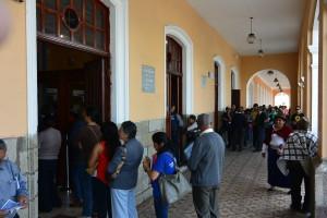 Typický obrázek nejen Ekvádoru. Na úřadech v bankách a pod. je to tady všude prostě většinou na dlouho