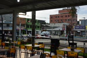 Ač je to k nevíře, kolumbijská policie nenápadně obsadila náměstí v Turbu a bdí nad klidem při mé skromné večeři