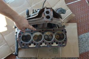 Těsnění pod hlavou motoru je třeba v horku pravidelně kontrolovat, by se mu třeba nepřitížilo...