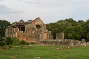 Panamá Viejo - tady snad Francisco Pizarro nechal sloužit mši při příležitosti odplutí na výpravu do incké říše.