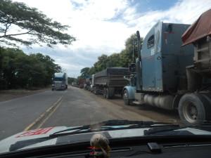 Kolona na hranici s Nicaraguou